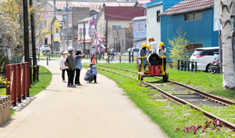 railcarnival1.jpg